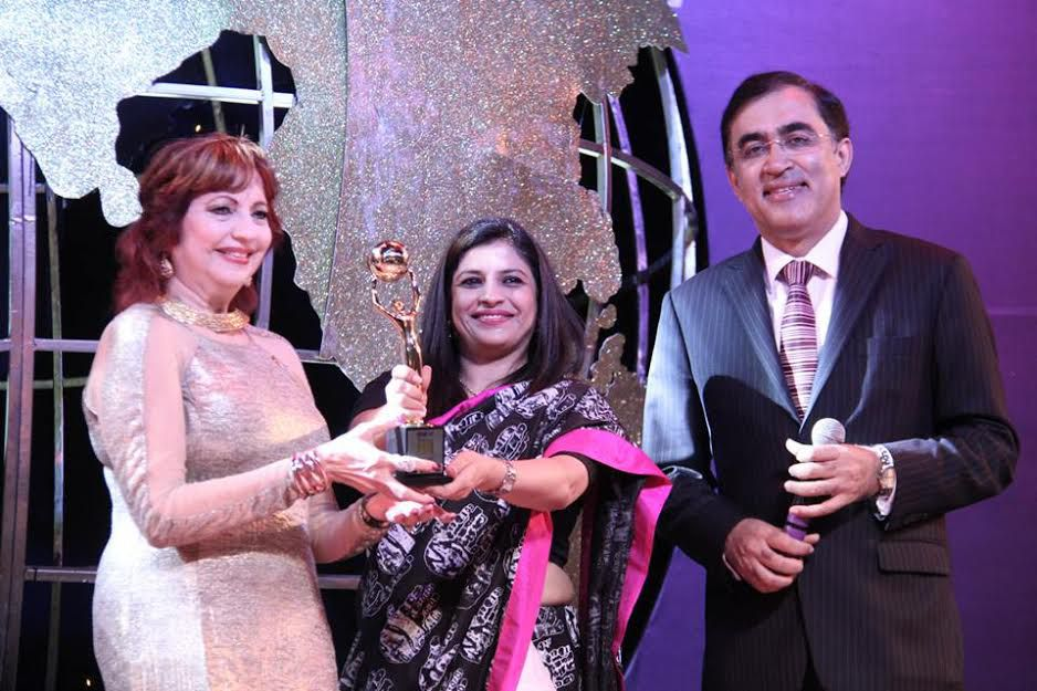 hon_-asha-seth-receives-nri-of-the-year-award-philanthropy